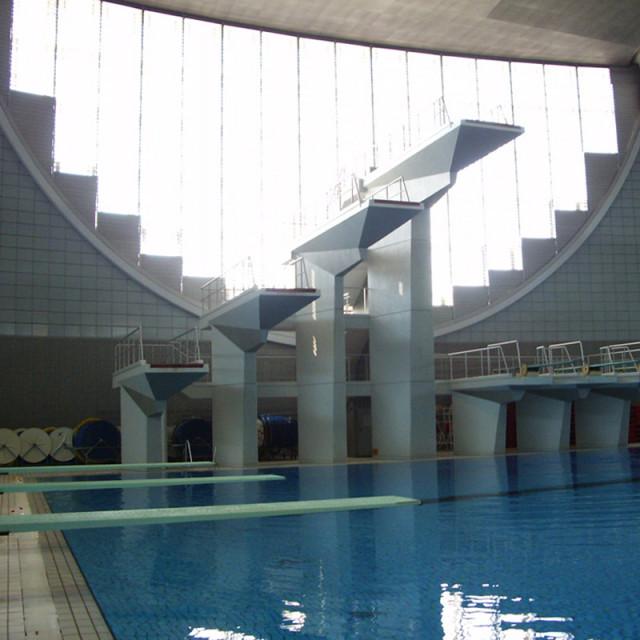 飛び込み用プール